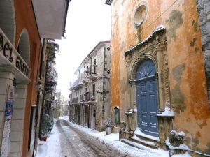 İlkbaharı Beklerken Abruzzo'ya Kar Geldi